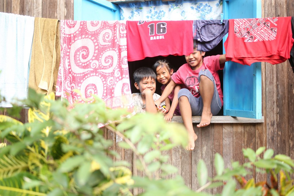 Laundry and children